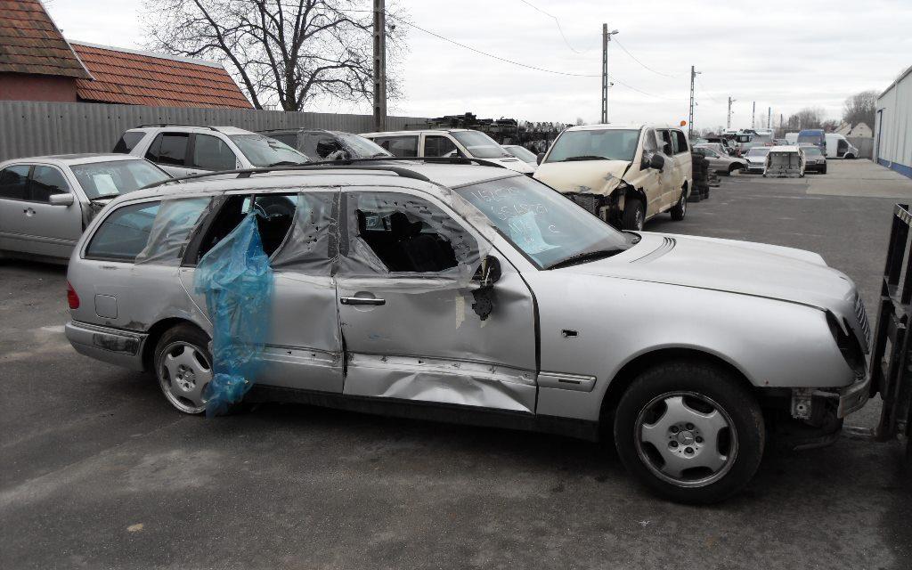 MERCEDES E W210 BONTOTT ALKATRÉSZEK